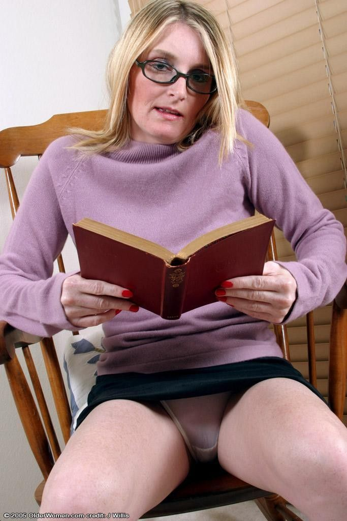 Mature Women Upskirt Pictures