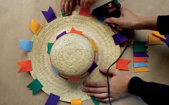Como decorar chapéu de palha para Festa Junina 003 Festa Junina chapeus Chapeu de festa  -> Como Decorar Um Teto Com Tnt