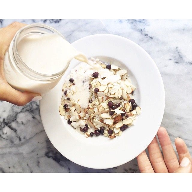 WEBSTA @ bewellbykelly - Cereal craving? Us too. Always. Protein 🍼 and Superfood Cereal (recipe in comments) #grainfree