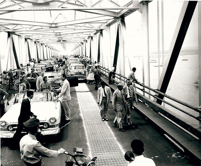 First traffic jam on the Chesapeake Bay Bridge    Opening