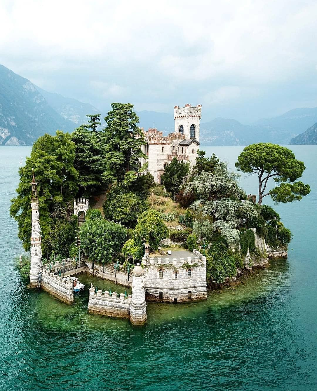 "Photo of ᴘᴇʀғᴇᴄᴛ ɪᴛᴀʟɪᴀ 🇮🇹 on Instagram: ""Travel to #IsoladiLoreto! ❤️🇮🇹 Photo by: @mogyimarci. Congratulations 👏🏻👏🏻 Chosen by: @stavros.soultanias . #perfect_italia…"""