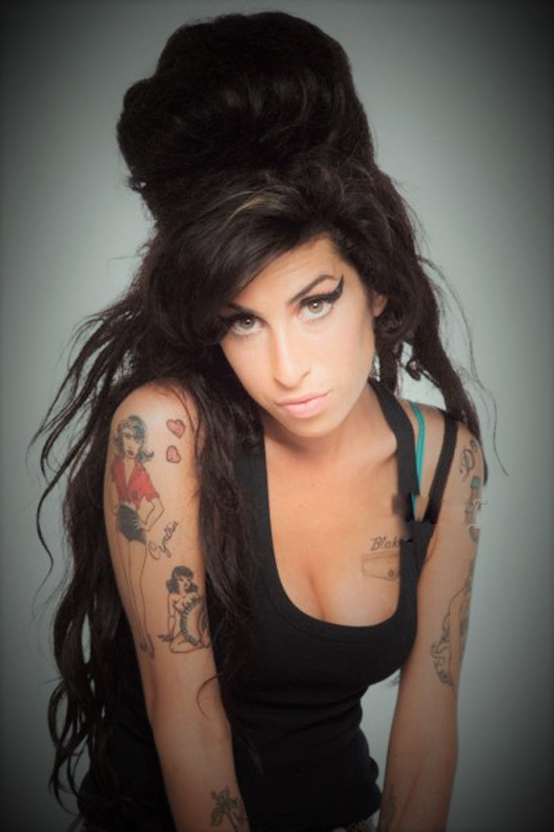 Wie Man Amy Winehouse Frisur Bekommt 2018 Frisuren Pinterest
