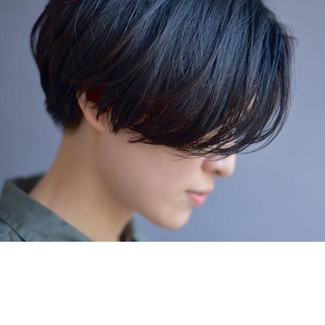 顔周りを長めに残したショートヘアです 後ろのトップは短くして