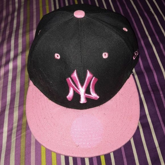 df4343ce52f NY Yankee hat Snapback pink and black New Era Accessories Hats