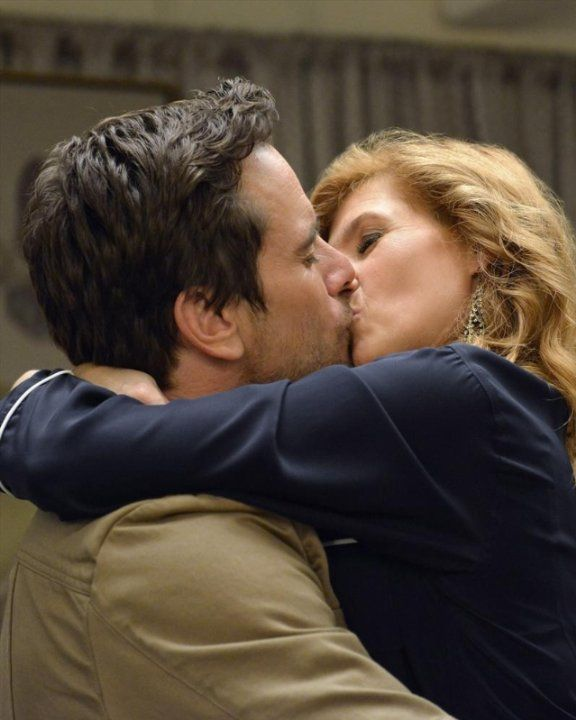 Who is deacon dating on nashville