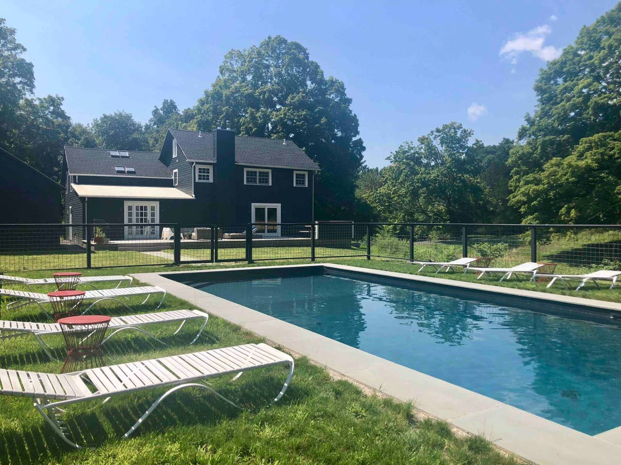 Stunning 1800's renovated farmhouse w/hot tub+pool