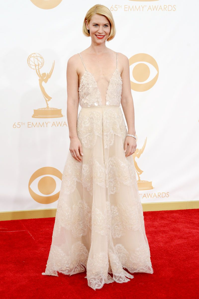 Claire Danes looks beautiful on the #Emmys #Redcarpet in Armani Prive