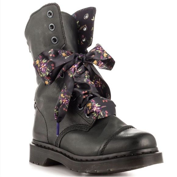 Dr Martens | Patent | Ribbon laces. Love these! But pinning