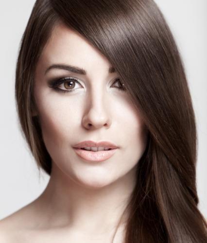 Best Brunette Makeup Look Pictures Lovetoknow Pale Skin Hair Color Hair Color For Fair Skin Dark Hair Pale Skin