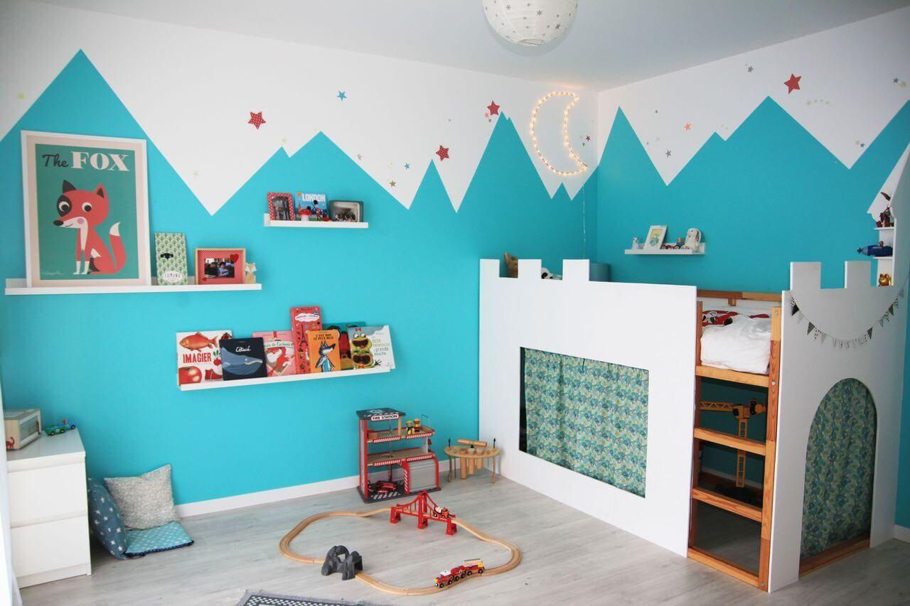 une chambre d'enfant joyeuse et originale, avec un lit château