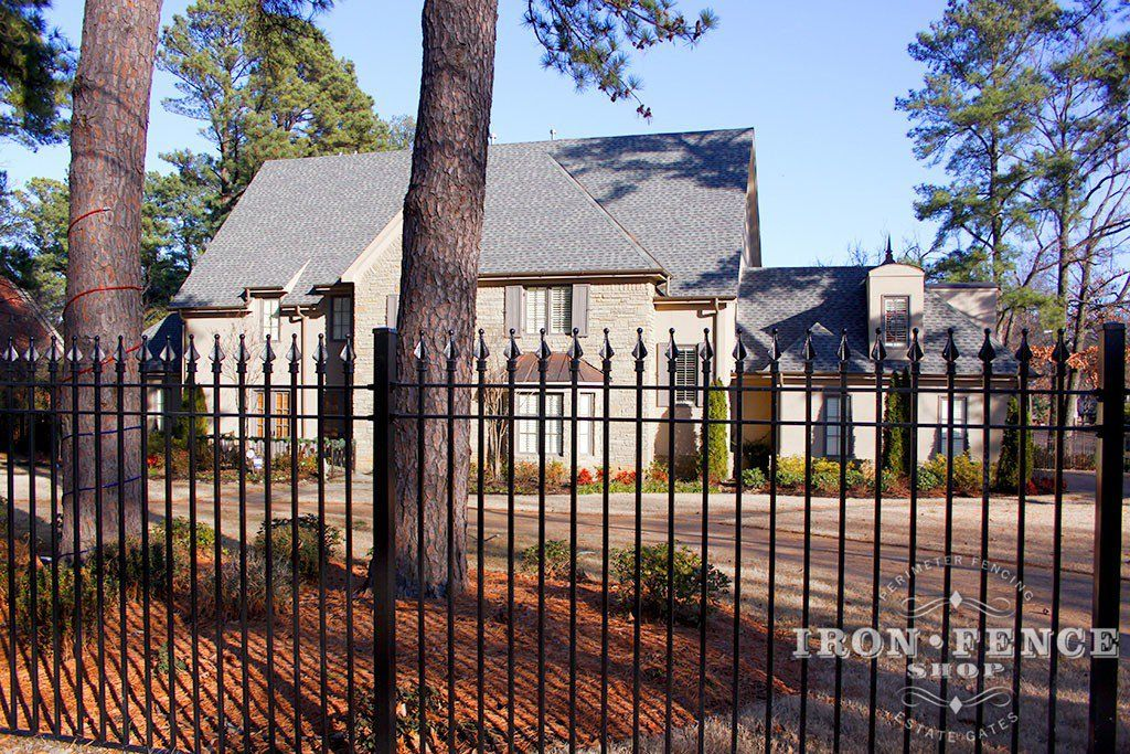 6 Foot Tall Wrought Iron Perimeter Fence With Images Aluminum