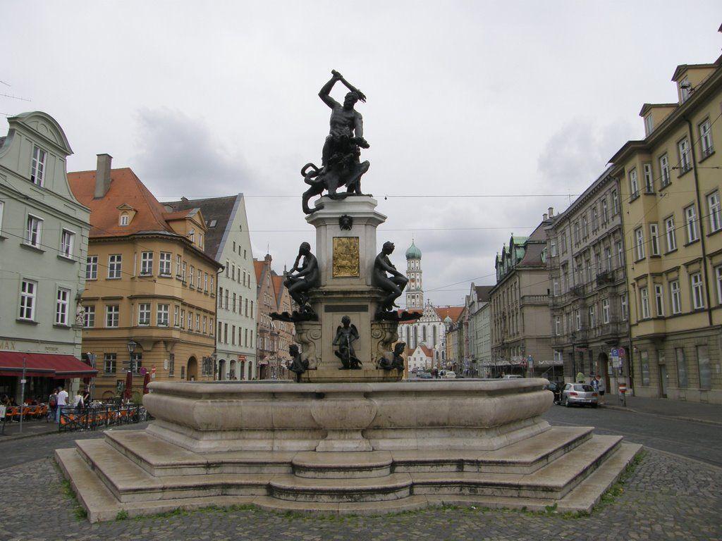 Herkules Brunnen Auf Maximilianstraße, Augsburg, Deutschland