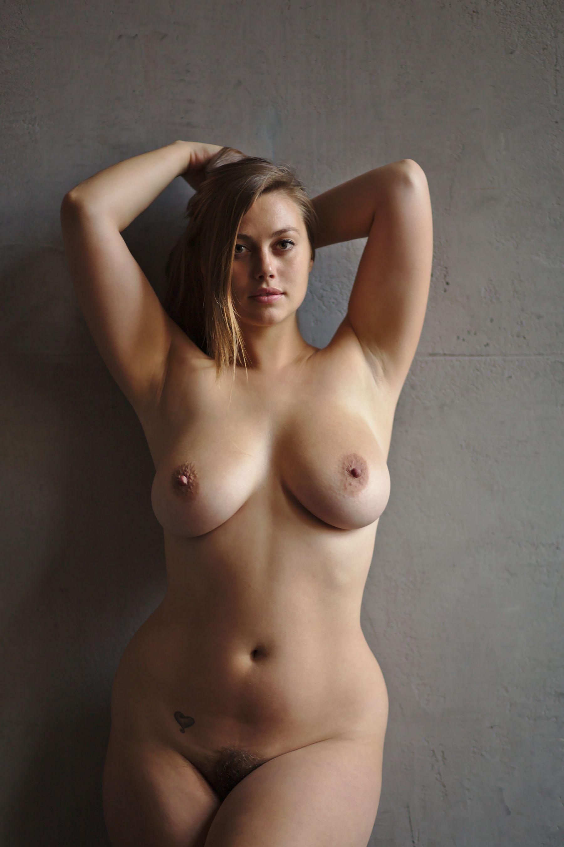 nude lillias right