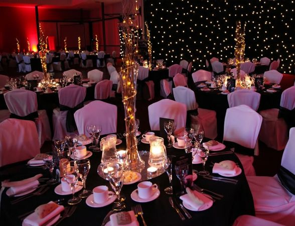 Hollywood theme party ideas walk the red carpet to your for Hollywood party dekoration