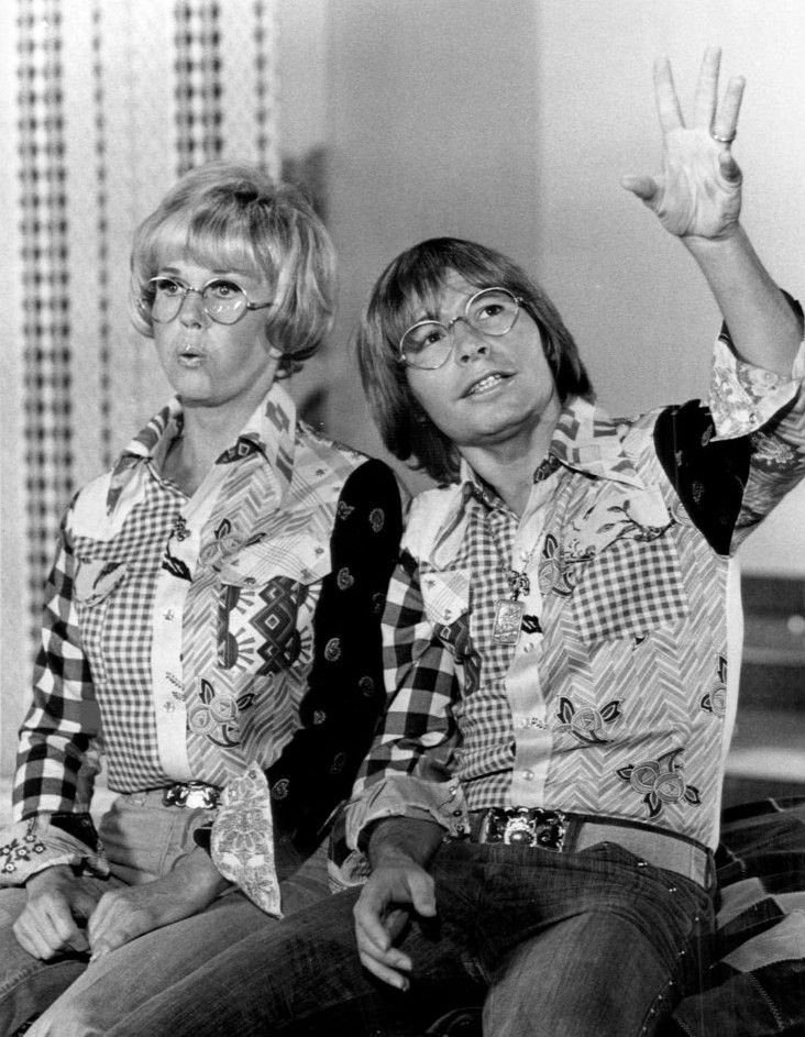 .Doris and guest star John Denver sing their hearts out in Doris's 1975 variety-entertainment special Doris Day Today