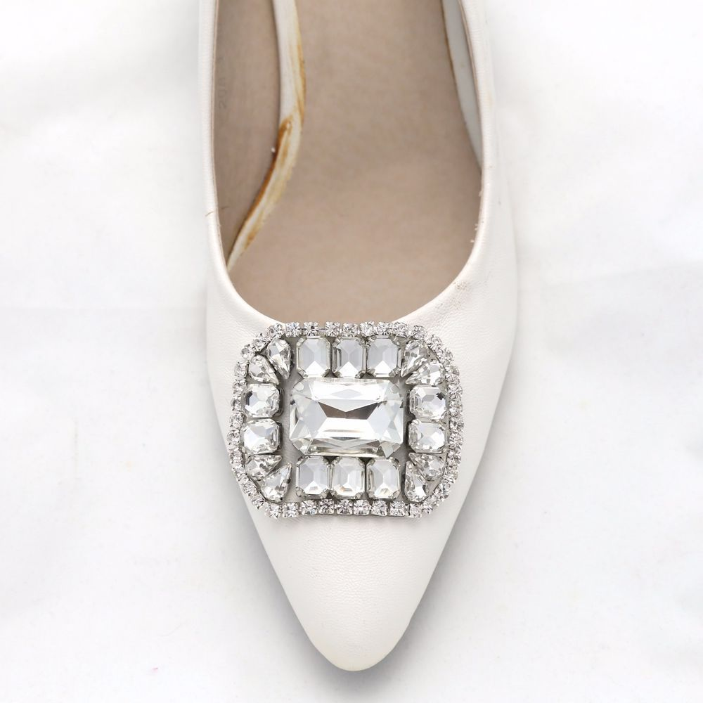 A pair crystal simple wedding shoe decoration soft applique shoe a pair crystal simple wedding shoe decoration soft applique shoe clips junglespirit Choice Image