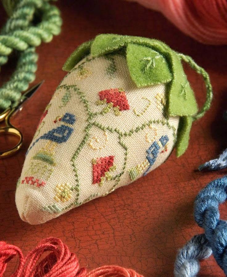 """Милые сердцу штучки: рукоделие, декор и многое другое: Вышивка крестом: """"Клубничные бискорню"""" (подборка+схемы)"""