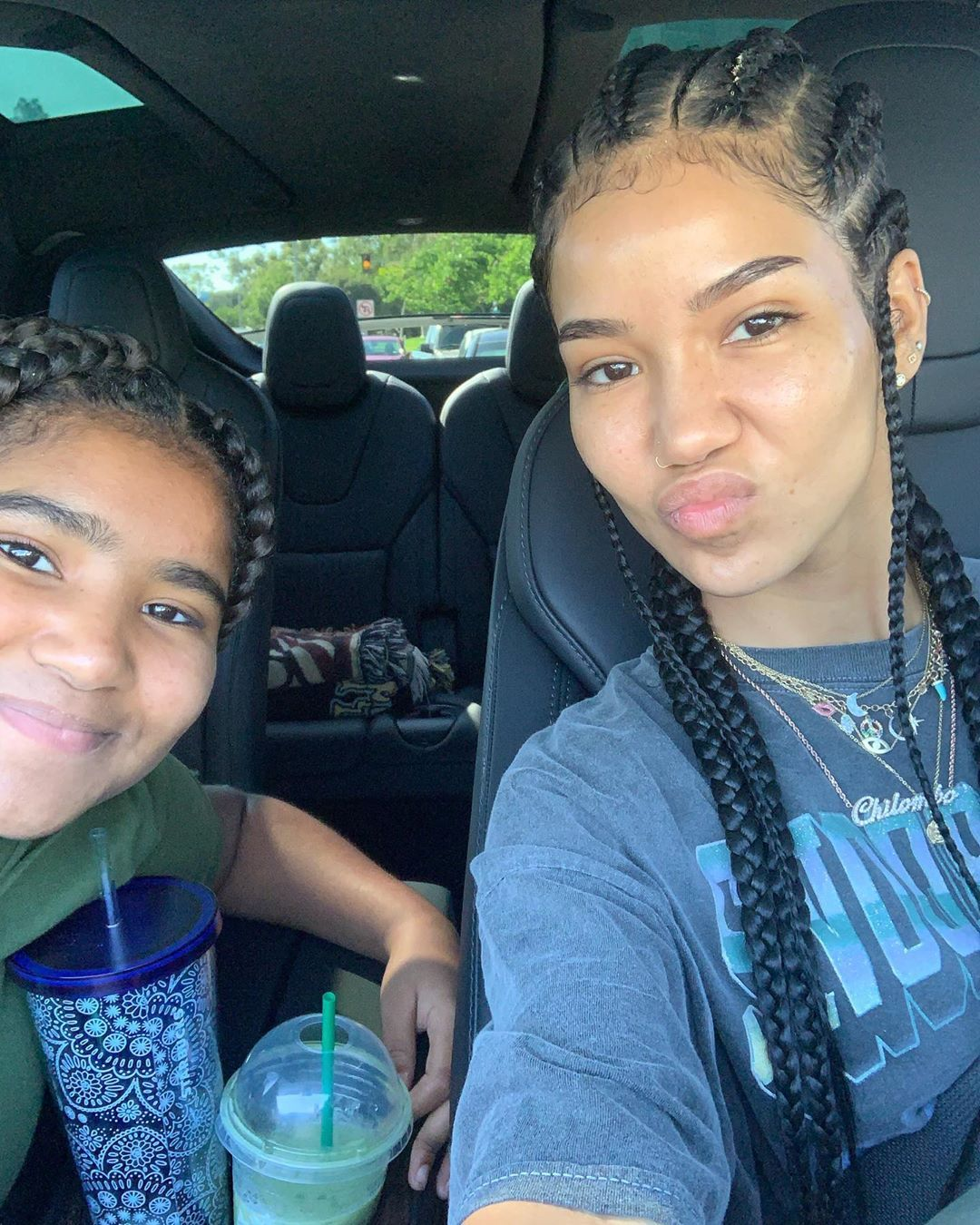 Chilombo On Instagram Nami Started 6th Grade Today Praise God For My Little Scorpio Soulmate Em 2020 Penteados Com Tranca Penteado Cabelo Curto Cabelo