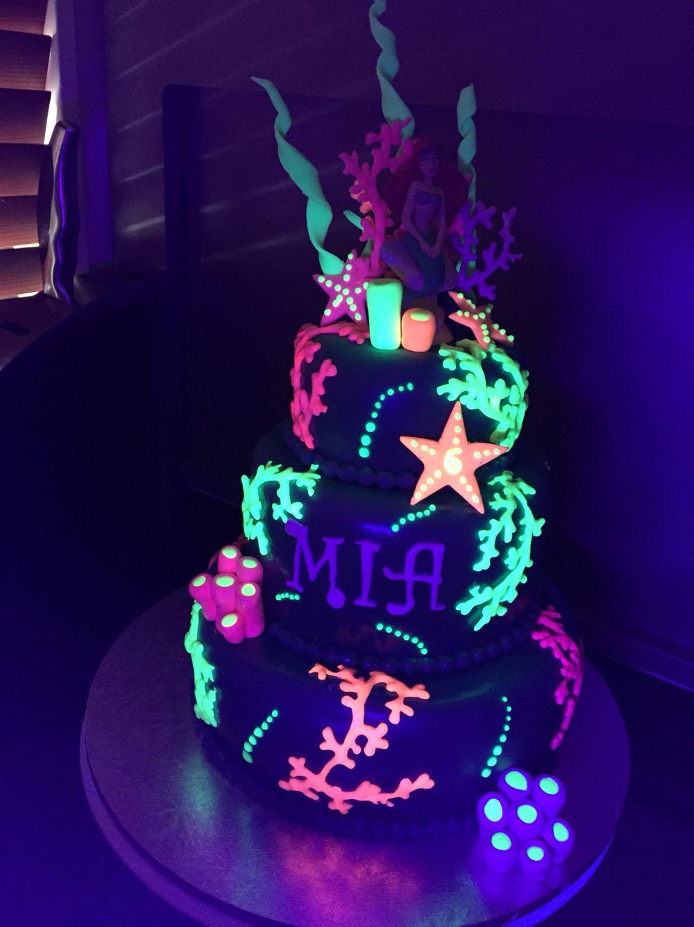 Mia S 8 Th Birthday Glow Cake Idea Instead Do Cheer Theme With