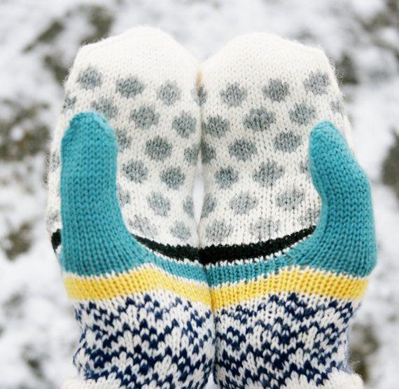 Dots // handknit womens mittens | Staying Warm | Pinterest | Tejido