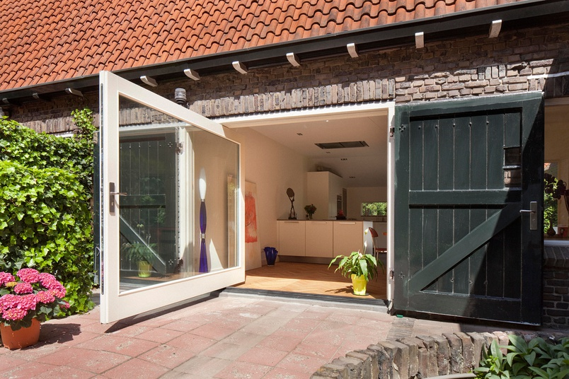 Concealed pivot door system – FritsJurgens by Bellevue Architectural – Selector