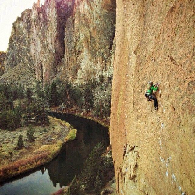 .@revistagooutside | A escaladora Kate Rutherford mandando ver na Smith Rock, no estado do Oregon,... | Webstagram - the best Instagram viewer