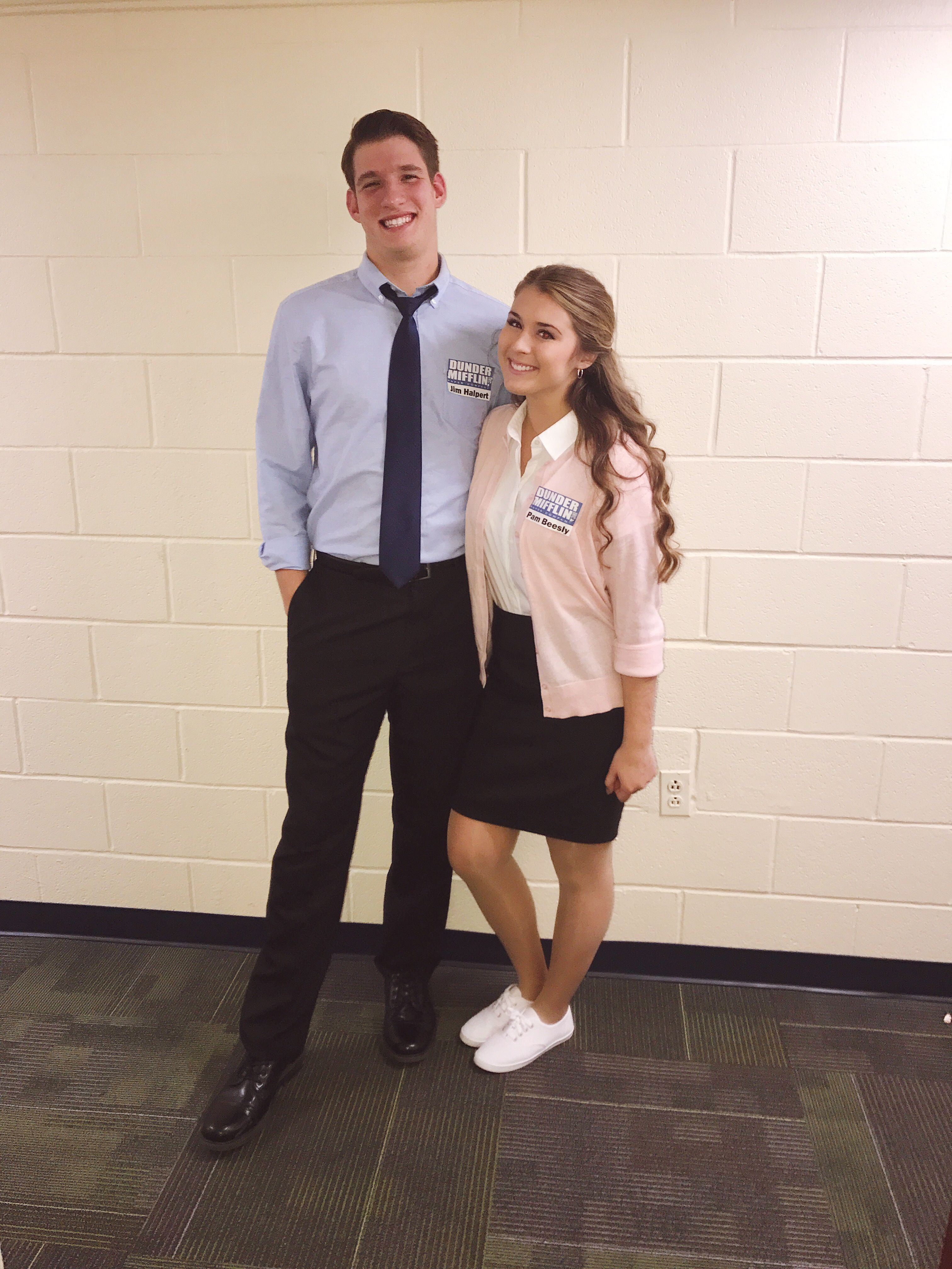 Jim Halpert And Pam Beesly Costume The Office Costumes Couples Costu Cool Couple Halloween Costumes Halloween Costumes To Make Cute Couple Halloween Costumes