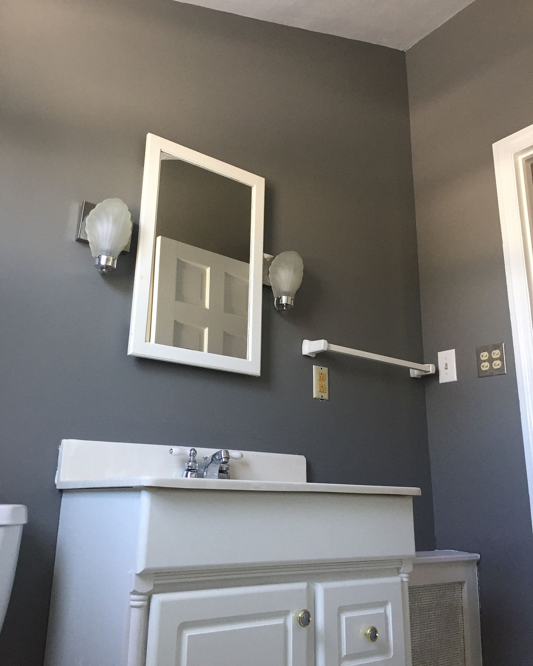Best Benjamin Moore Chelsea Gray Paint Color Schemes Bathroom 400 x 300