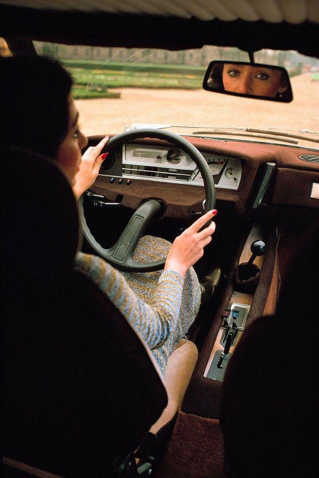 (via LES ALLUMEUSES #2 | the Blenheim Gang: essais et culture automobile, youngtimers, formule 1 et musique pop)