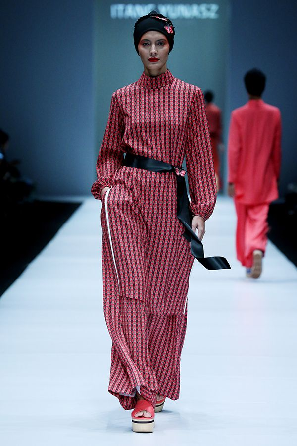 Jakarta fashion week 2017 jakarta fashion weeks and fashion fashion itang yunasz jakarta fashion week 2017 stopboris Gallery