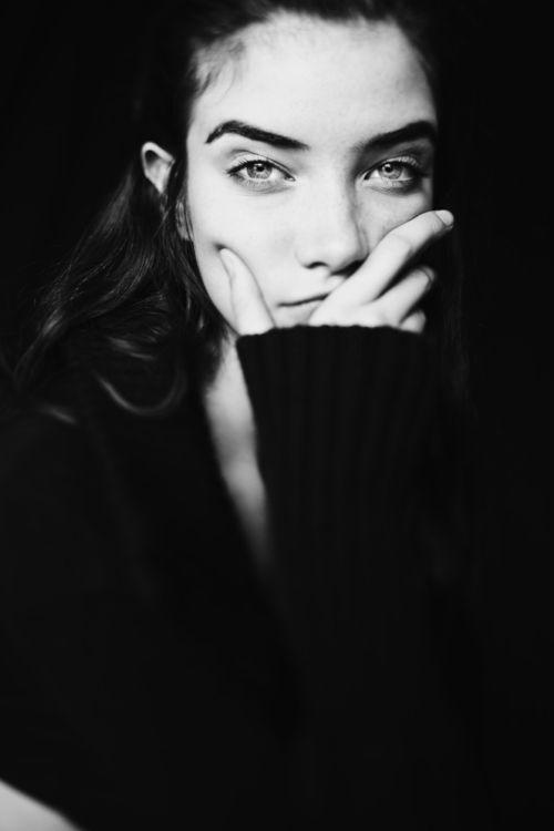 Portrait black and white photography pose idea inspiration