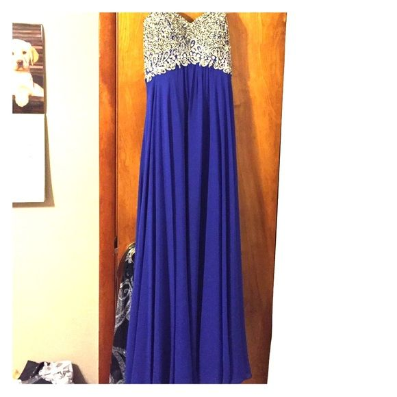 Blue beaded sweetheart prom dress This is a gorgeous gown I've only worn once for prom! The beading is beautiful and you're sure to wow everyone in it! Make an offer please!! Decode 1.8 Dresses Prom
