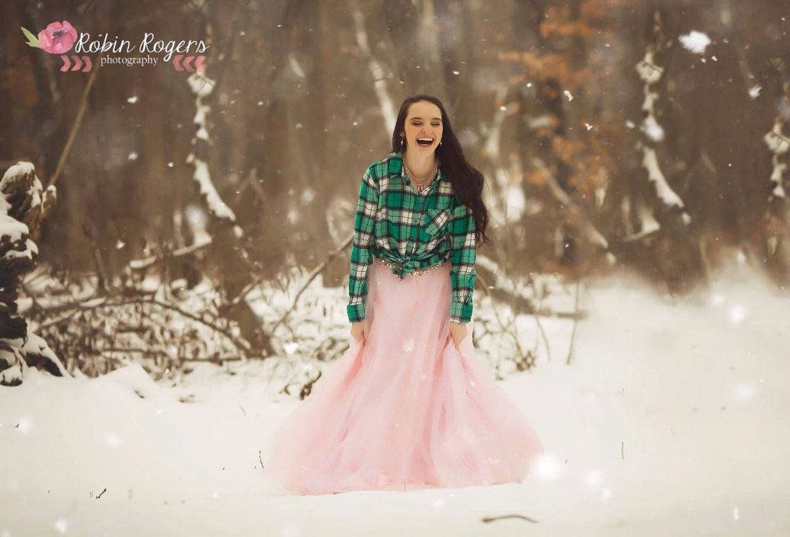 Winter teen photo session | plaid and tulle | snow | Robin Rogers Photography www.robinrogersphotography.net