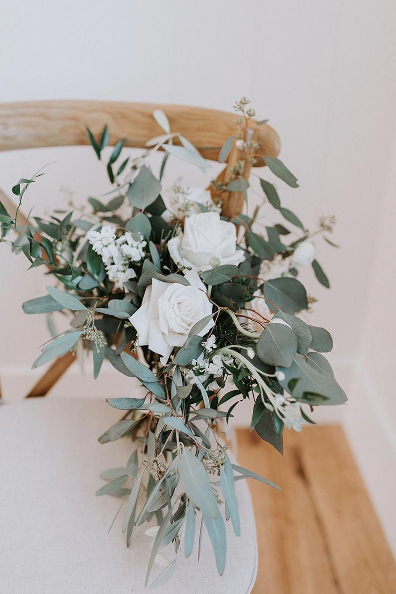 Affordable Wedding Ideas That Don T Look Cheap Simple Wedding Bouquets Winter Wedding Bouquet Winter Wedding Flowers