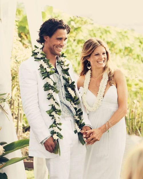 A Traditional Hawaiian Wedding In Maui Wedding Lei Hawaiian Wedding Hawaiian Wedding Flowers