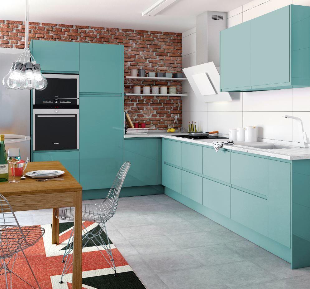 El Color Aguamarina En Plena Tendencia Invade Esta Cocina Y Consigue Darle Un Toque Or Decoracion De Cocina Decoracion De Cocina Colorida Interior De Cocina