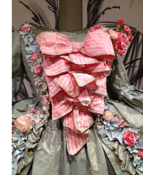 Isabelle de Borchgrave paper dress detail