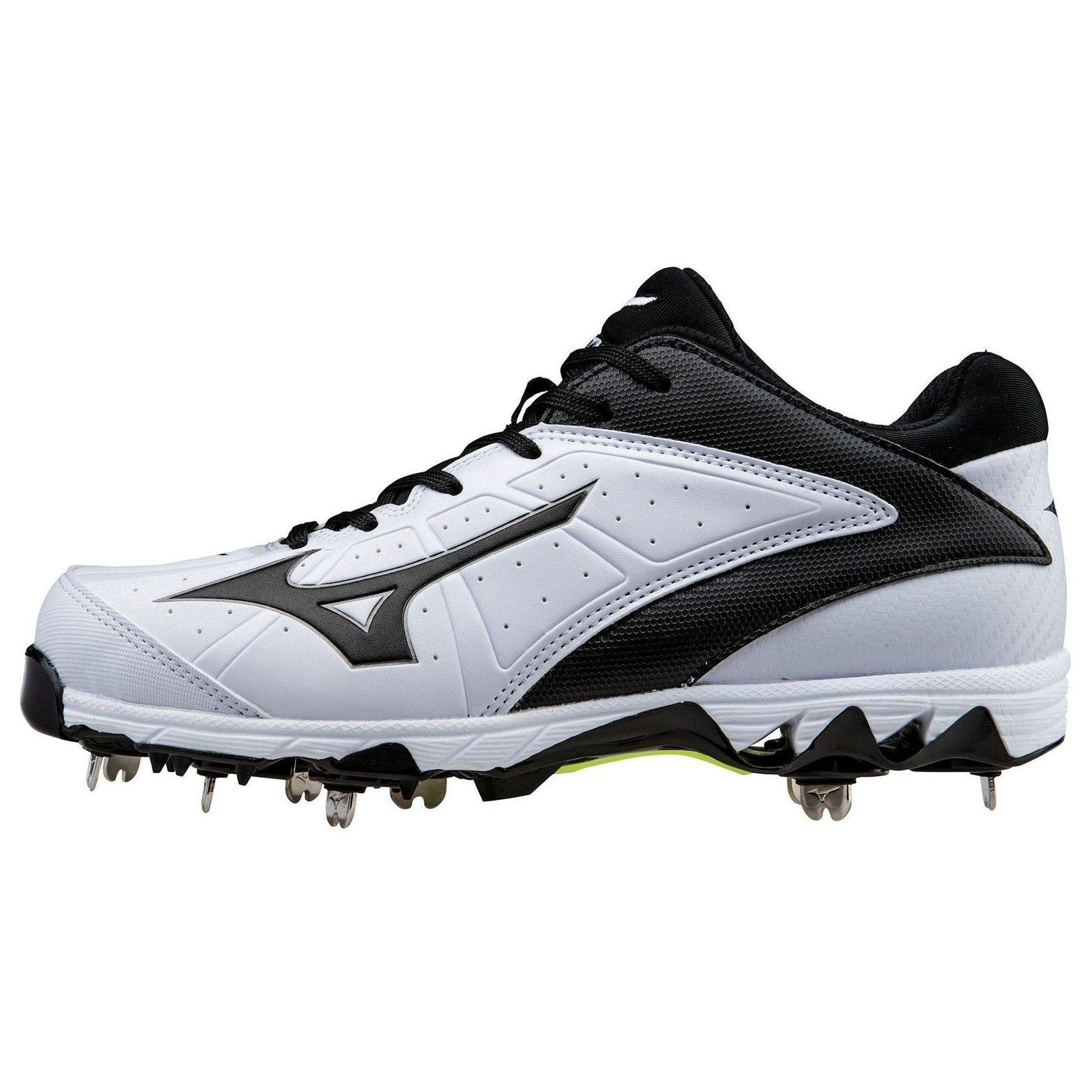 Softball shoes, Metal baseball cleats