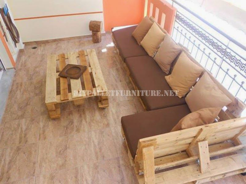 Muebles de palets sofa para terraza hecho con palets for Sofa terraza madera