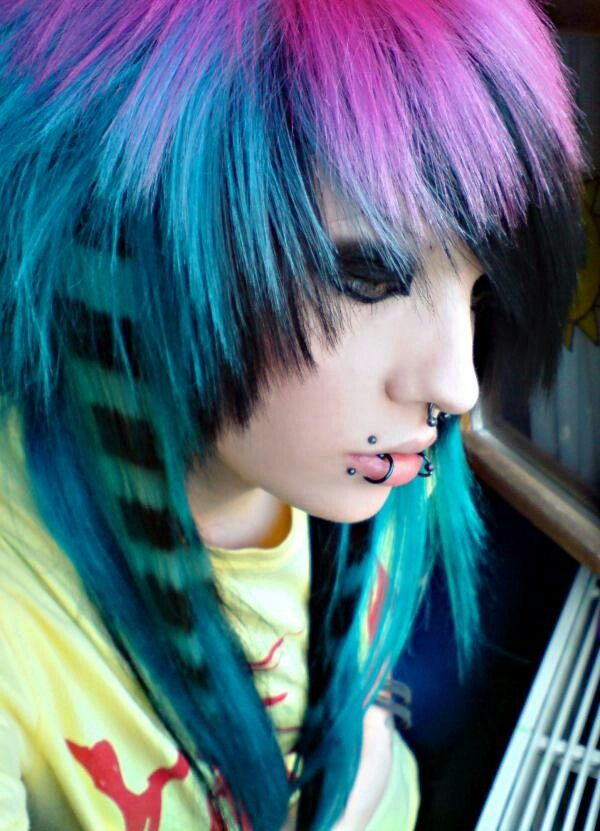 Pin By I Am Me 123 On Scene Style Hair Styles Short Scene Hair Emo Girl Hairstyles