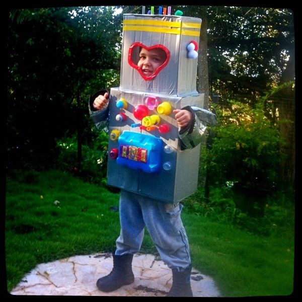 Recycled Halloween Decorations: DIY Robot Costume Made From Recycled Materials