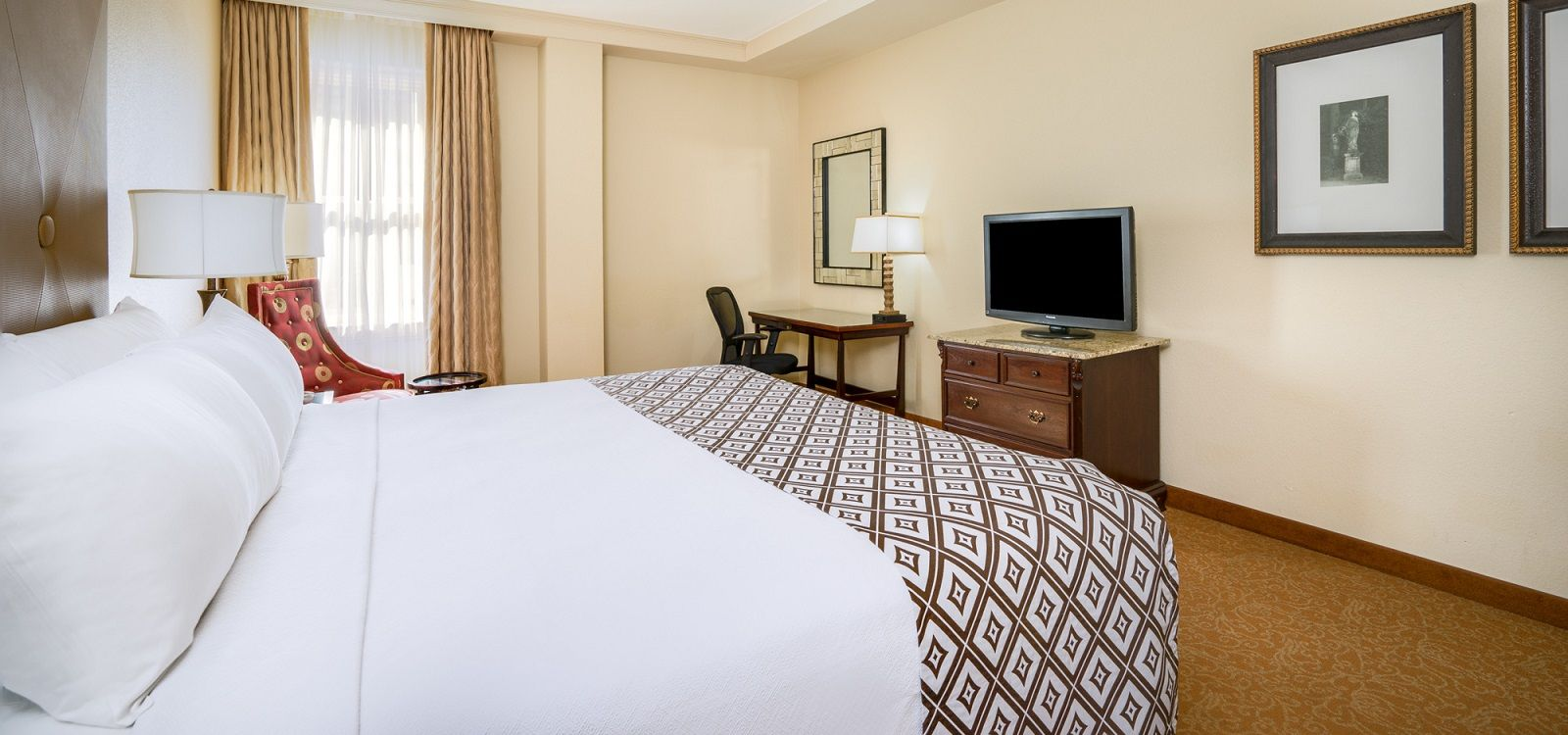 A French Quarter Hotel With Unparalleled Service Astor Crowne