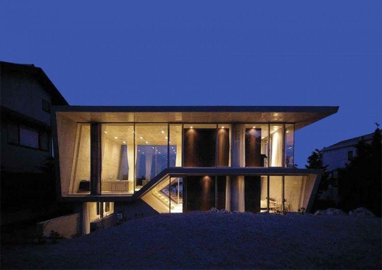 Edge House by Noriyoshi Morimura Architects