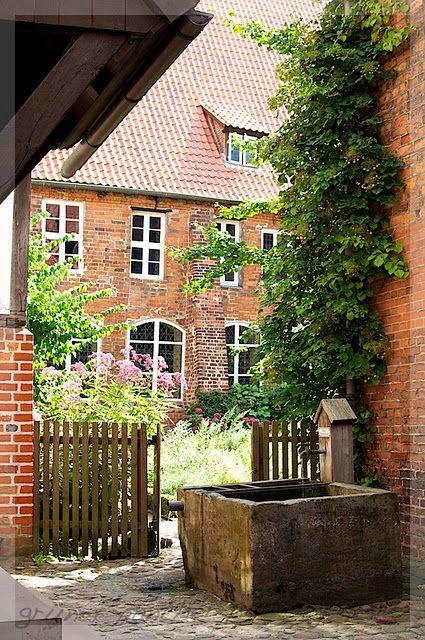 Pin Von Rs Auf Beautiful Places Backsteinhauser Haus Und Garten Haus