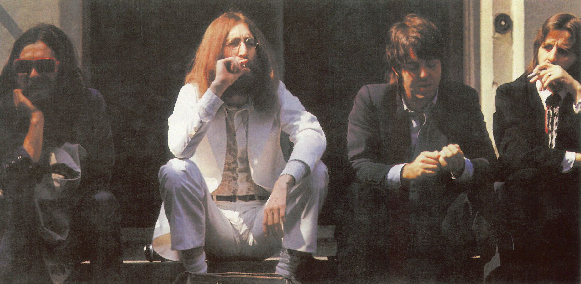The Beatles For Abbey Road Album 1969 John Lennon Was Wearing The Famous White Suit Of Ted Lapidus The Beatles Beatles Abbey Road John Lennon