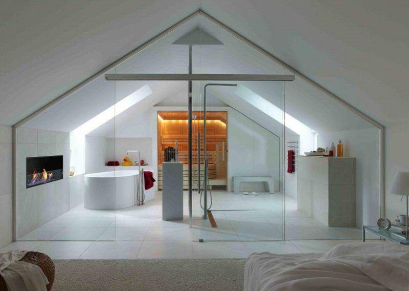 Badezimmer mit Dachschräge, Sauna und Glaswand Gestaltung - gestaltung badezimmer