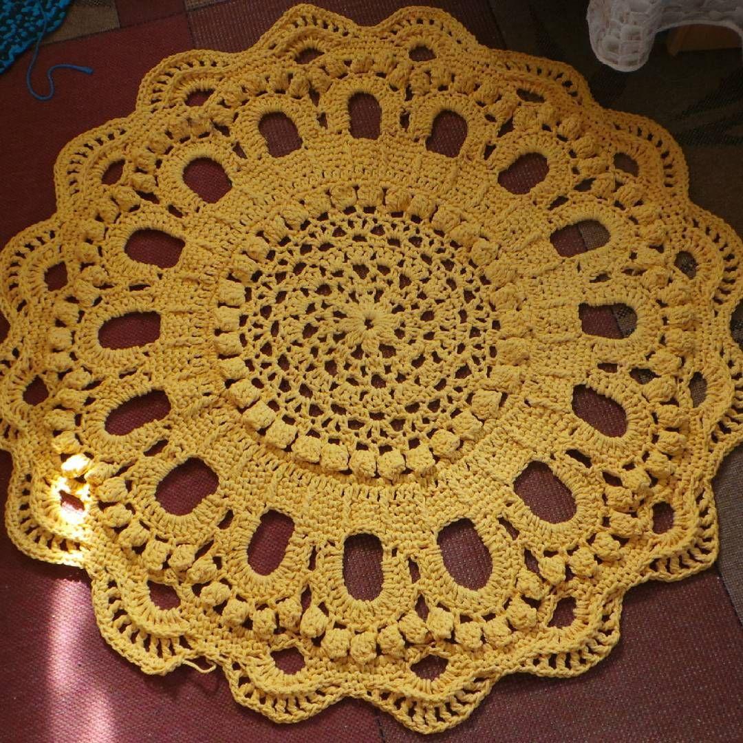 """""""Olen Mopparikierteessä. Jo toisen kerran naru loppui ihan viime senteillä. Eihän tätä mattoa keskeneräiseksi voi jättää... #crochet #rug"""""""