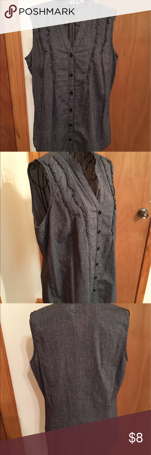 St. Johnson's Bay button up top😍❤ Size Large dark gray top very cute in good preowned condition 😍❤ St. Johnson's Bay Tops Button Down Shirts