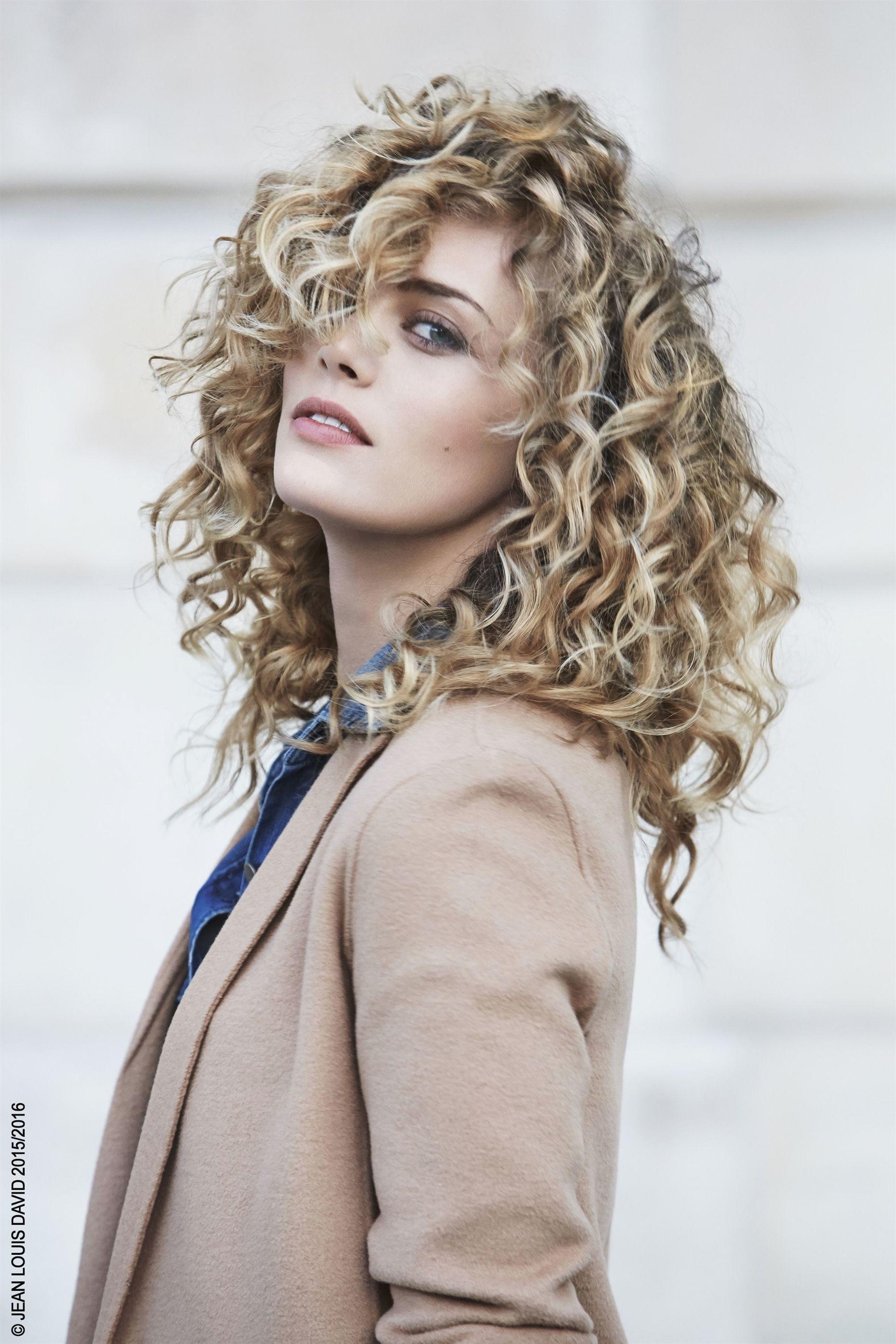 Cascade De Boucles Sensuelles Obtenue Avec La Design Mousse Et Le Soin Sans Curly Hair Styles Hair Mousse Hair Styles