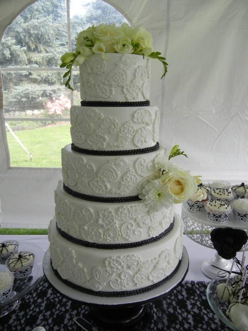 kelowna wedding cake company called whisk cake ask for tanya